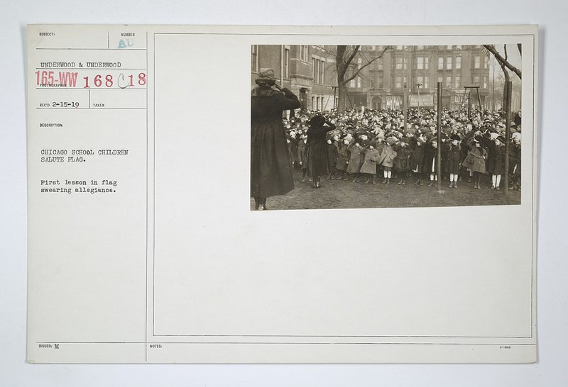 1280px-Flags_-_Miscellaneous_-_Chicago_school_children_salute_flag._First_lesson_in_flag_swearing_allegiance_-_NARA_-_31480820.jpg