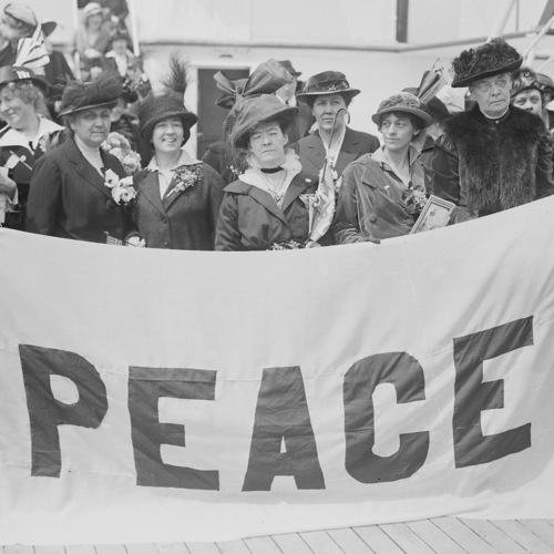 upload.wikimedia.org:wikipedia:commons:b:b6:Noordam-delegates-1915.jpg